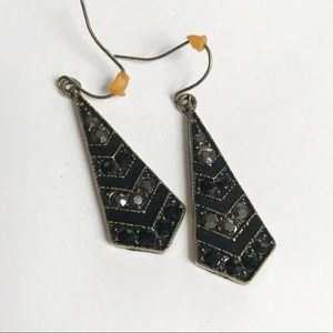 Premier Designs black triangle hanging earrings
